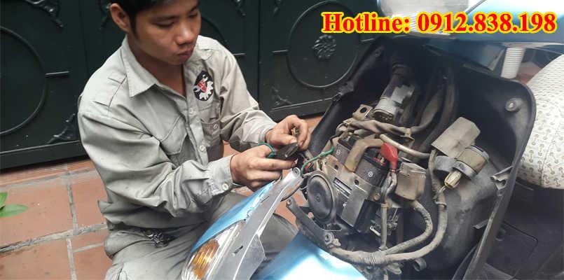 Thợ sửa ổ khóa xe bị trộm phá khóa không thành