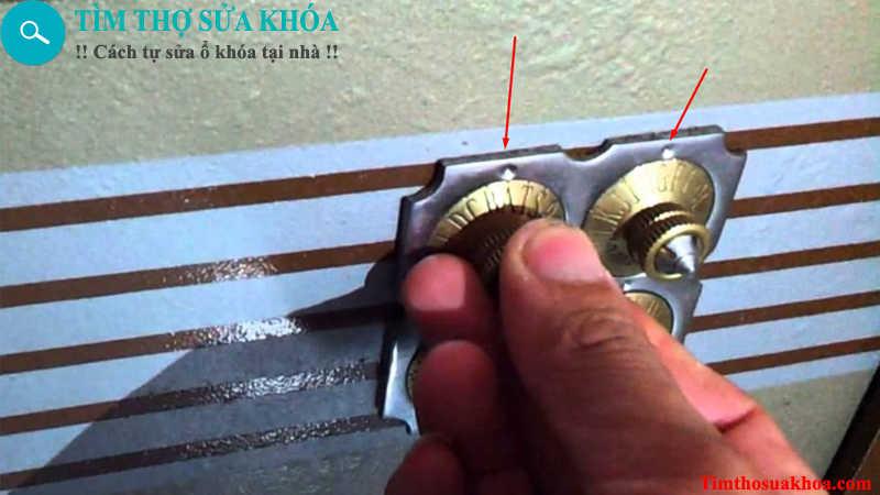 Cách mở khóa két sắt chữ cái 4 núm