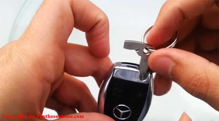 Cách tháo chìa khóa cơ trên Smartkey ô tô