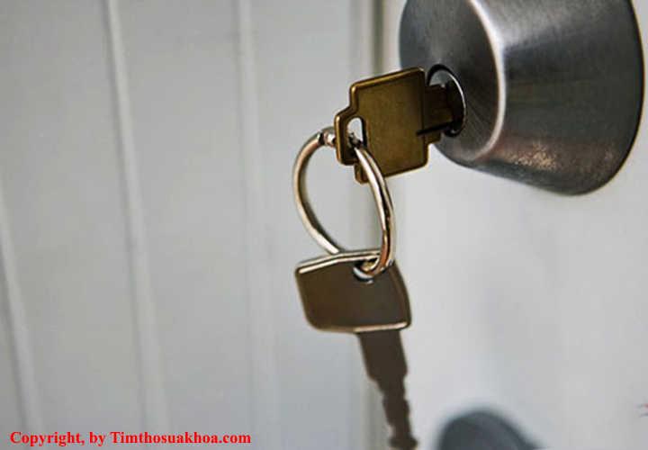 Chìa khóa cửa bị cong vênh