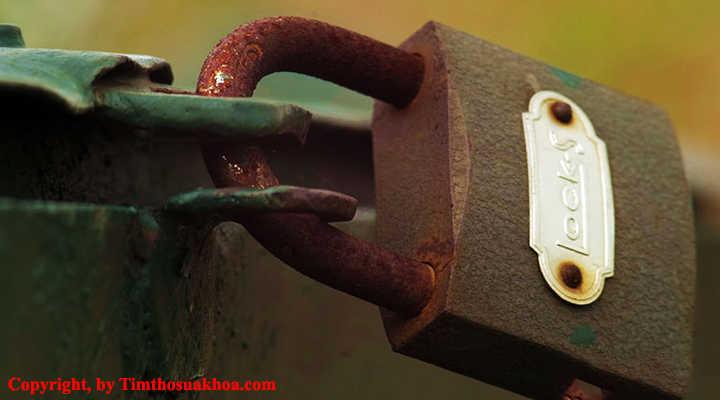 Ổ khóa bị han rỉ