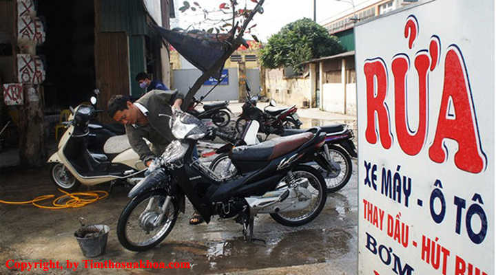 Ổ khóa xe máy bị kẹt do dính nước
