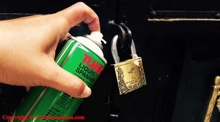 Cách sửa ổ khóa bị kẹt bằng bình xịt RP7