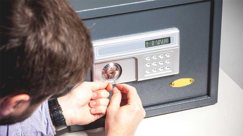 Thợ sửa khóa két sắt tại nhà