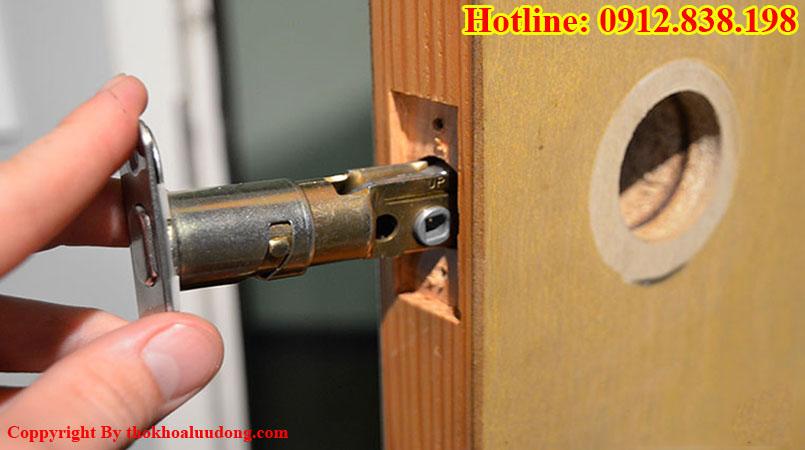Dịch vụ thay ổ khóa cửa gỗ