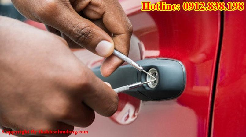 Thợ mở khóa xe hơi chuyên nghiệp