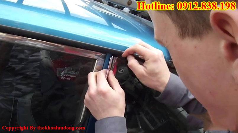 Cách mở xe ô tô tại nhà